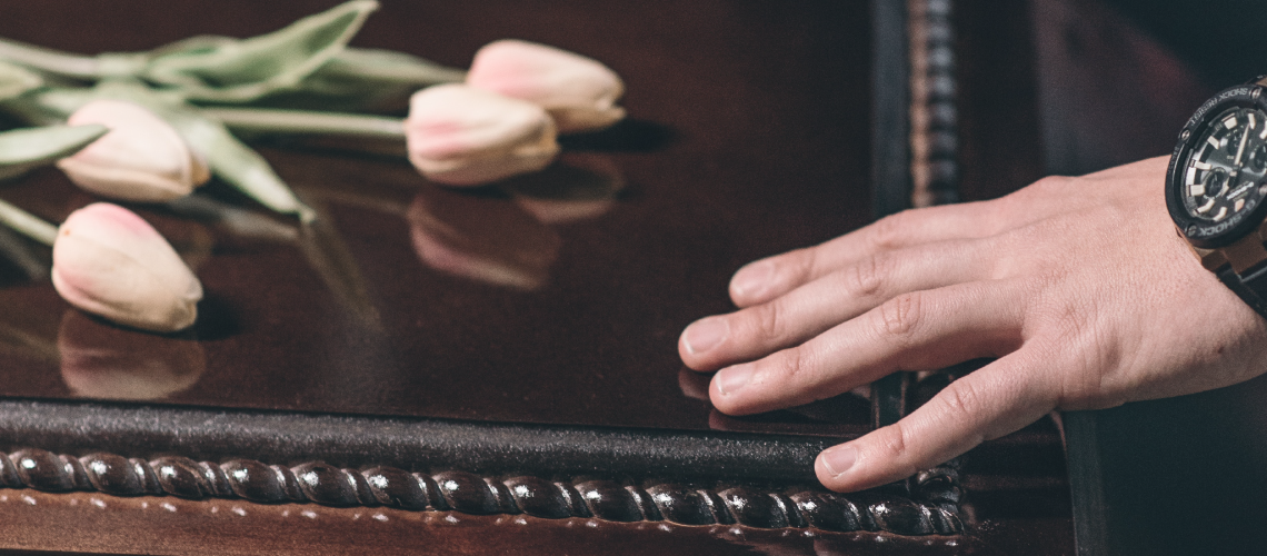 Qual é a importância das cerimônias de despedida para a elaboração do luto?